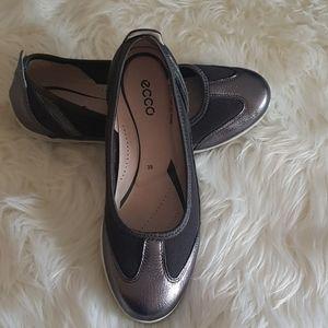 🌸EUC Ecco Dark Silver Flats Size 38🌸
